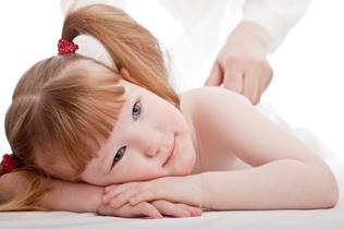 masaje infantil chica