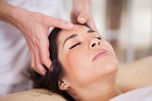 masaje y cuero cabelludo